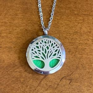 Jewelry - NEW Tree Of Life Diffuser Necklace